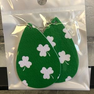 St.Patricks day earrings ☘️